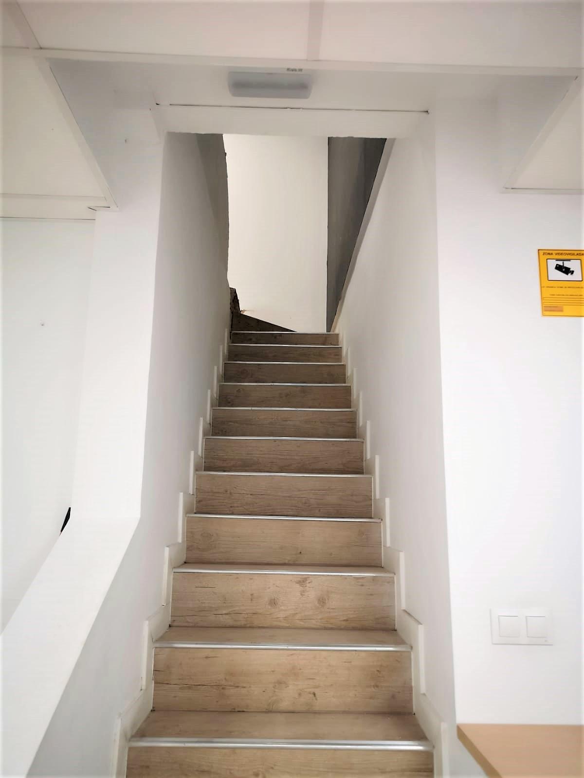 escalera antes de la obra