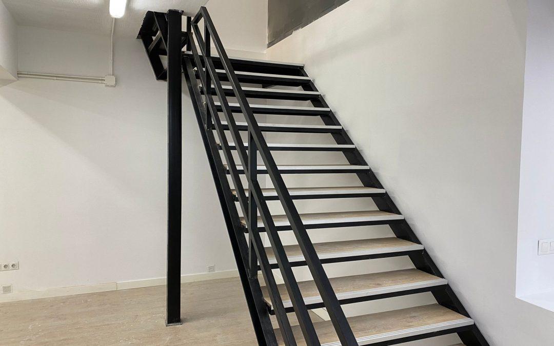 Reforma de escalera e instalación barandilla