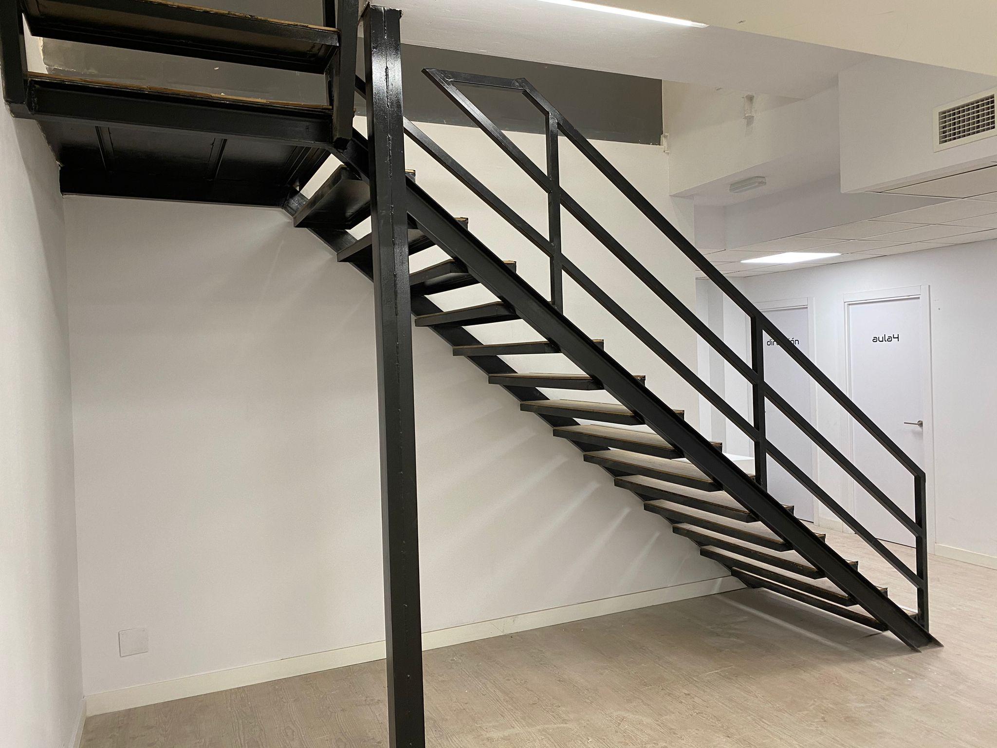Escalera final izquierda